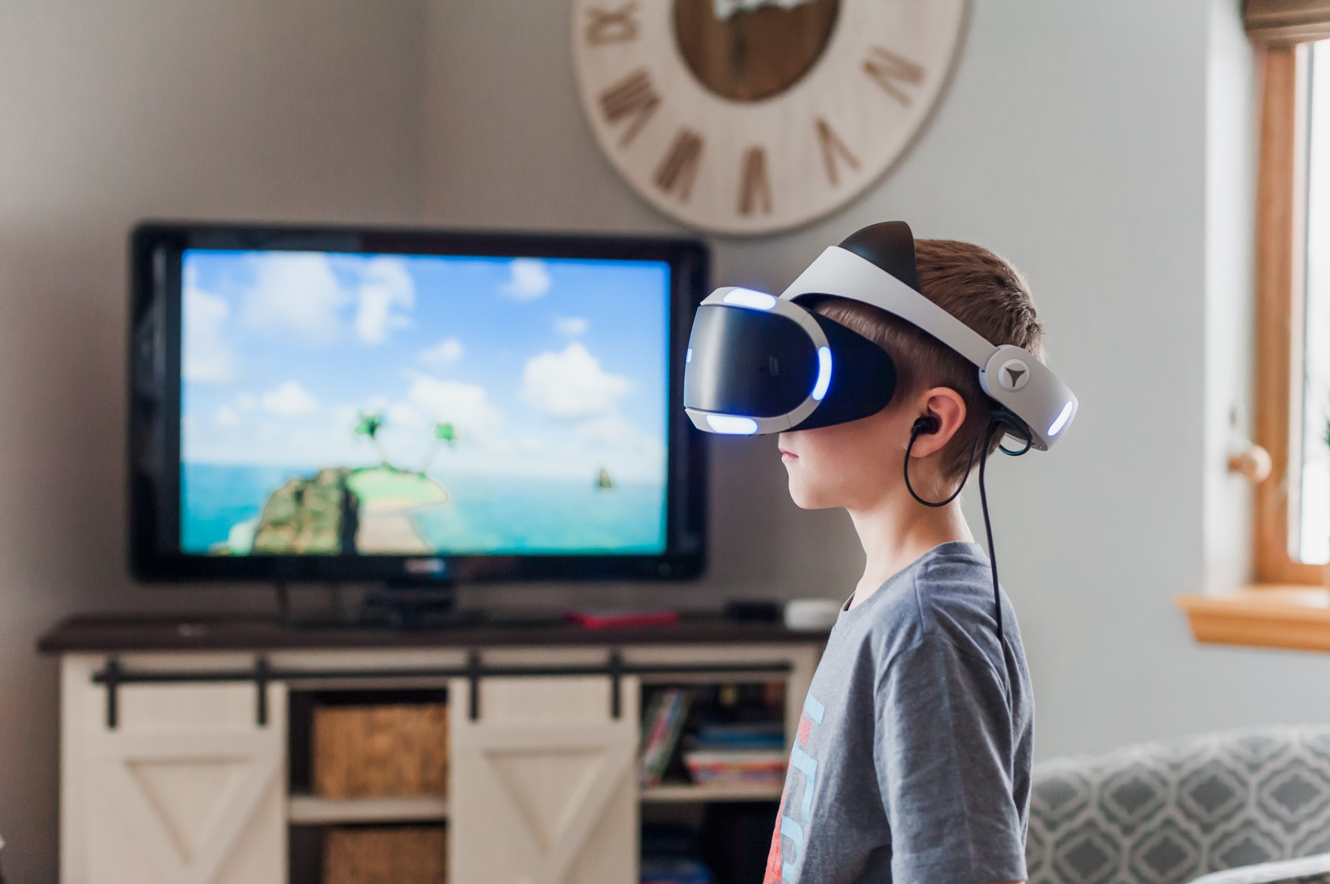 Virtual Reality versus Augmented Reality. What's the difference? - Joint Read
